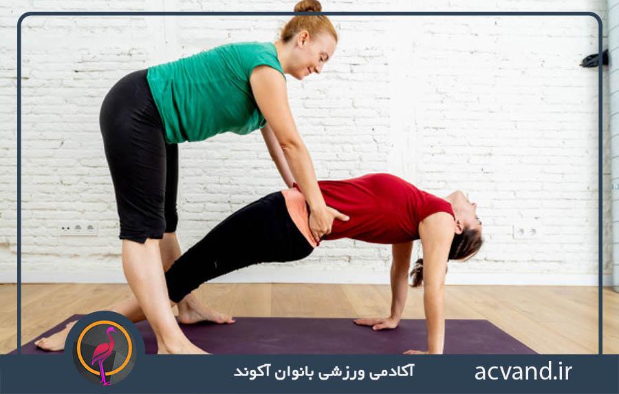 تمرینات و حرکات یوگا برای درمان کمر درد