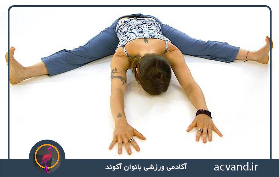 حرکات یوگا برای آرامش: حالت نشستن با پاهای از هم گشوده